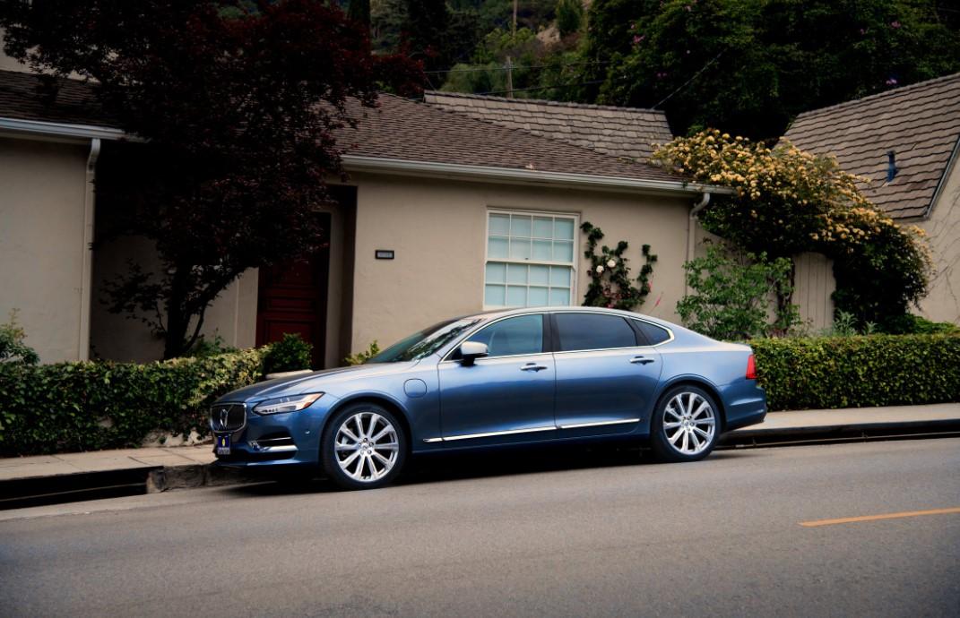 Autos mit Stil vor äußeren Einflüssen schützen – Ihr Carport für Zuhause